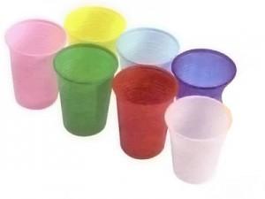 vasos desechables limpios