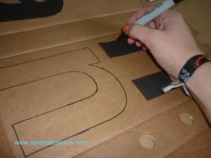 Marca el contorno sobre el carton