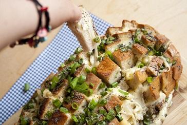 Pan con queso al horno